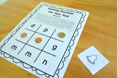 Ending sounds tic-tac-toe: a family game for Kindergarten