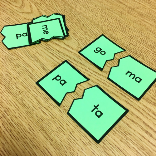 This post has tons of ideas (and freebies) for teaching phonics in Spanish!
